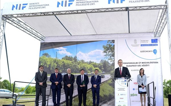 Lerakták az M2 gyorsforgalmi út Budapest-Vác közötti szakaszának alapkövét Dunakeszinél