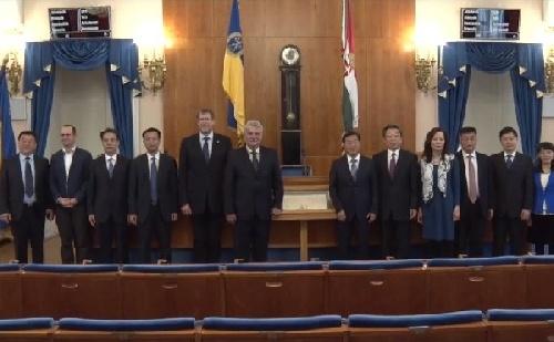 Magas szintű kínai delegáció érkezett