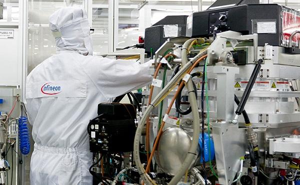 Az Infineon 32 milliárd forintos beruházást hajt végre Cegléden