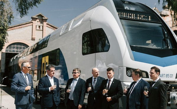 Elkészült az első KISS emeletes vonat a Dunakeszi Járműjavítóban