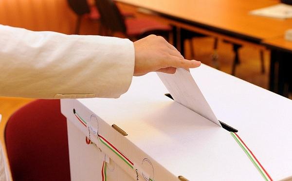 Időközi polgármester-választást tartottak a Pest megyei Káván